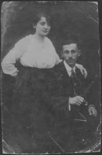 Renee Kolender's parents circa 1915