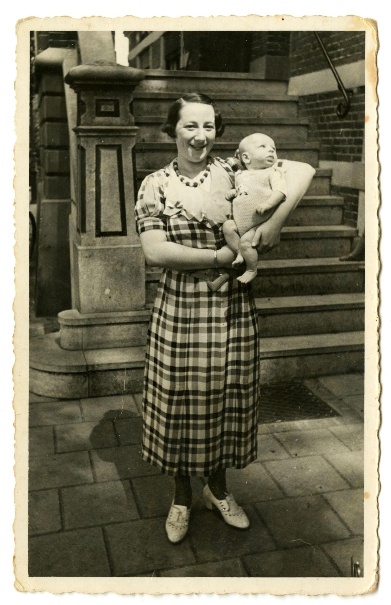 Evaline Krant-Hamel and Dientje Krant, 1938