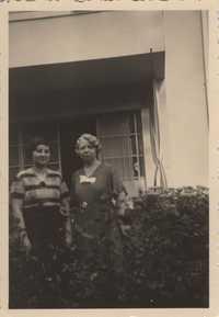 Mathilde Mondschein and Claire Mondschein, Cologne, 1934