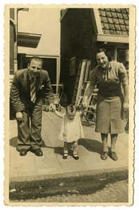 Phillip Krant, Dientje Krant, and Evaline Krant-Hamel, 1939